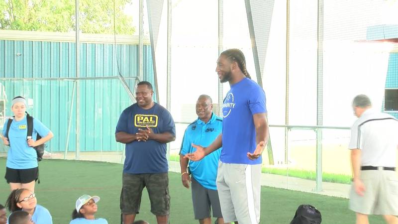Former VCU basketball star and Indianapolis Colt tight end Mo Alie-Cox (Source: NBC12)