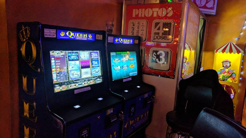 Queen of Virginia skill machines at New York Deli in Carytown. (Photo by Benjamin West)
