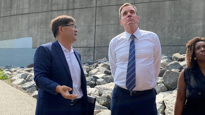 City Bridge Engineer Dr. John Kim leads tour of Mayo Bridge for US Senator Mark Warner.
