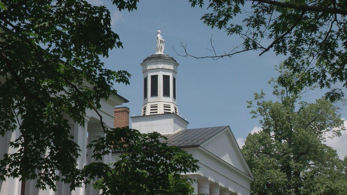 Washington Hall at Washington and Lee University in Lexington, Va.