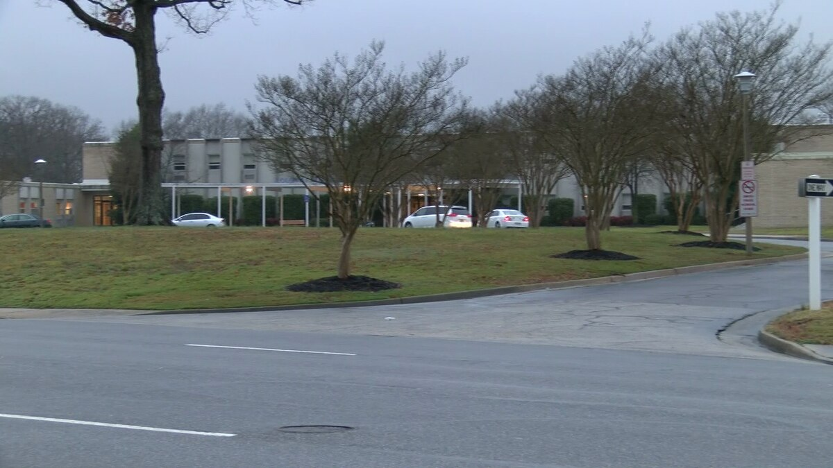 Colonial Heights High School is closing and going virtual for a few weeks due to COVID-19 cases.