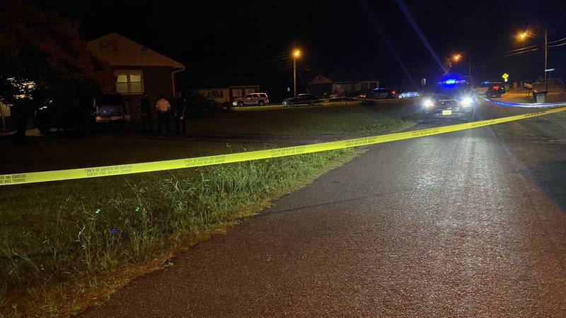 Police searching for suspect who shot teen during robbery