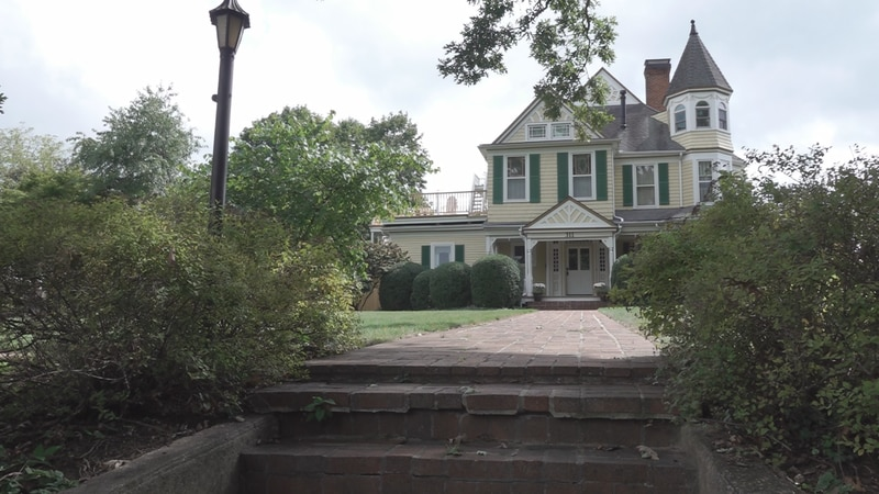 Shannon said growing up in the area, she called the home 'the princess' house.