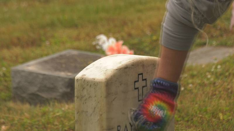 volunteers clean veterans' headstones in Charlottesville